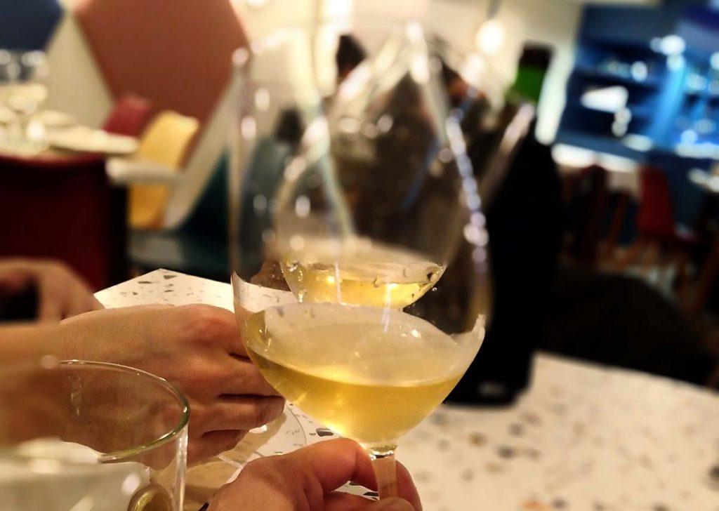 Mengoba Godello Viejo sobre lias 2016 brindis