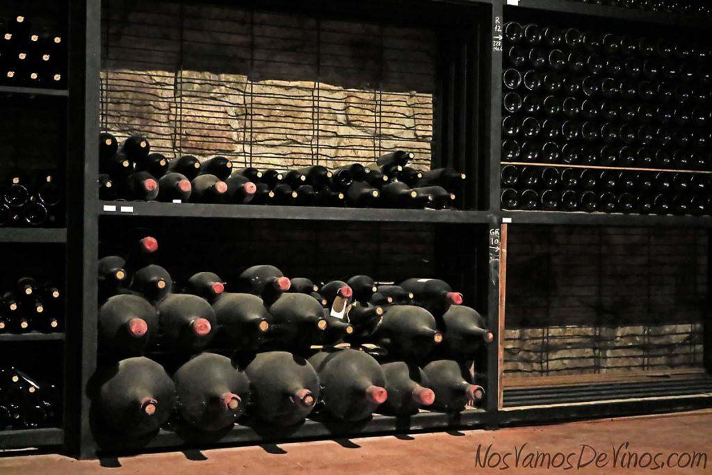 Cementerio de botellas en la bodega Miguel Merino, Briones, La Rioja