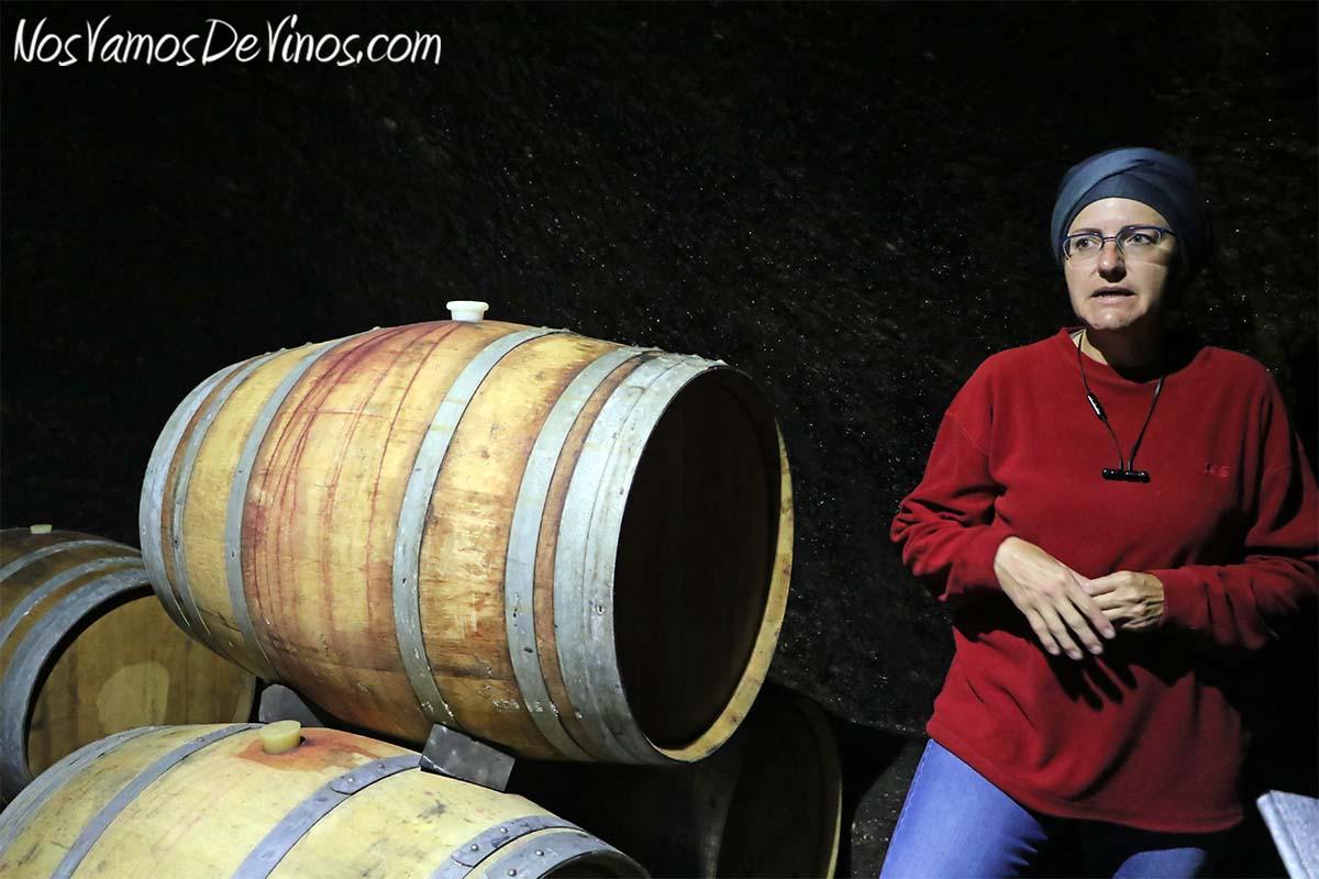 Almaroja, la bodega de Charlotte Allen en Arribes. Barricas en la Cueva en Fermoselle, Zamora