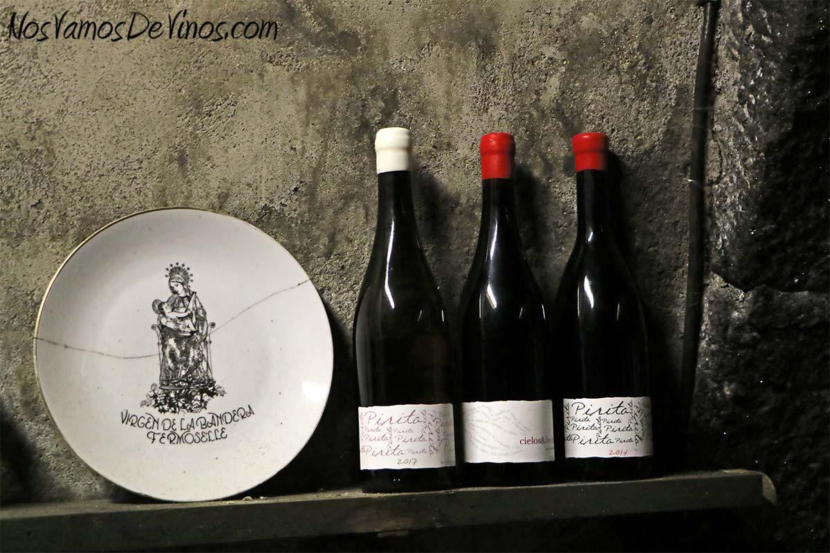Almaroja, la bodega de Charlotte Allen en Arribes. Detalle de las botellas de Charlotte Allen en la Cueva en Fermoselle, Zamora