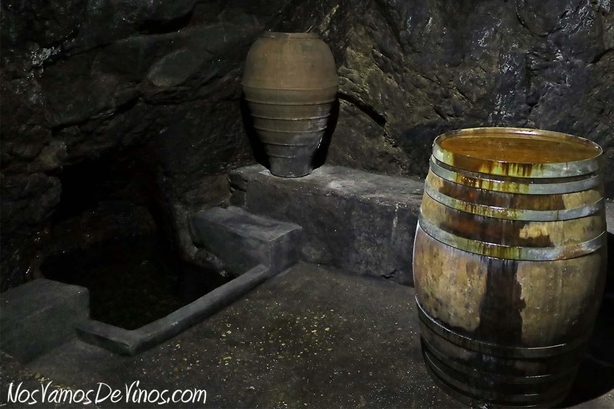 Almaroja, la bodega de Charlotte Allen en Arribes. Cueva en Fermoselle, Zamora