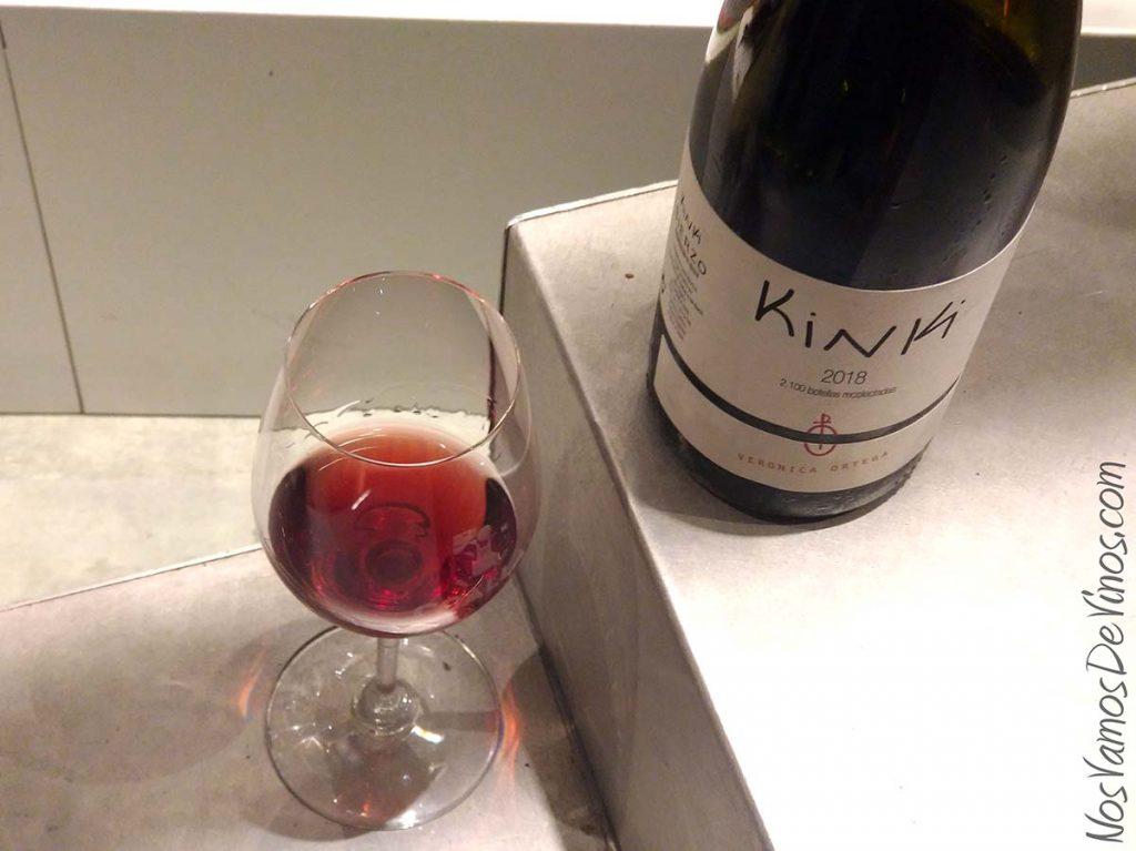 Kinki 2018 un vino de Verónica Ortega copa y botella