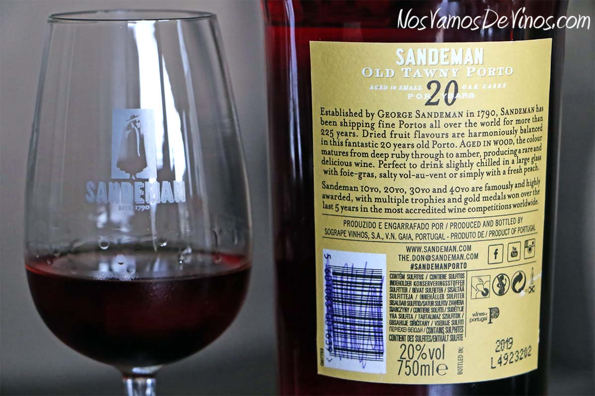 Sandeman Old Tawny Porto Aged in Small Oak Casks for 20 Years. Etiqueta trasera
