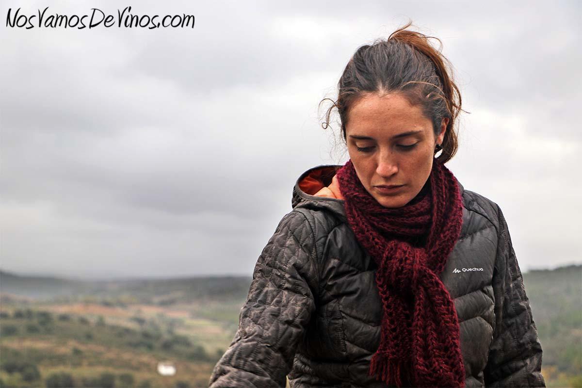 Menina d'Uva. El proyecto vitivinícola de Aline Domingues. Aline Domingues en su viñedo en Uva (Portugal).
