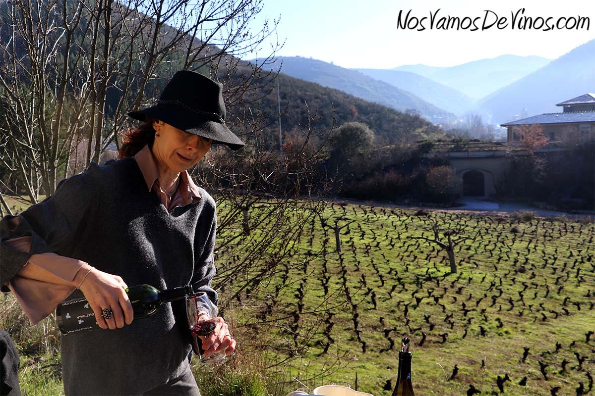 Van Gus Vana. María Zamarreño con su vino es Viñuela.