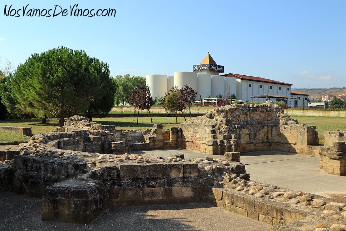Hospital de San Juan de Acre, en el Camino de Santiago, junto a Bodegas Corral, en Navarrete (La Rioja)