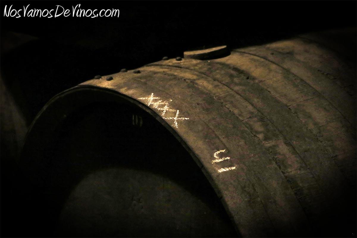 Cada año, Antonio Flores (Master Blender y Enólogo de González Byass), ayudado por Silvia (Assistant Winemaker) catan las 200 botas de la solera de Tío Pepe ubicada en las bodegas Rebollo y Constancia. Las seleccionadas (marcadas con tres y cuatro 'X') pasarán a formar parte de la saca del fino Tío Pepe en Rama.