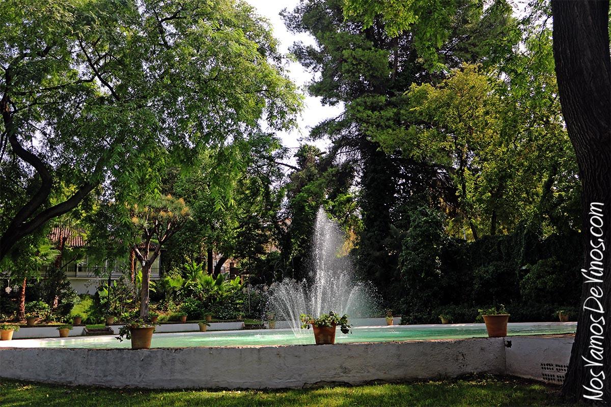 Los jardines de Villa Victorina, donde estableció su residencia el fundador de la bodega, ocupan una extensión de 2.900 m2, con más de 500 árboles y plantas de diferentes especies, muchas de ellas traídas de América del Sur. En su momento se instaló en estos jardines la primera pista de tenis sobre hierba de España.