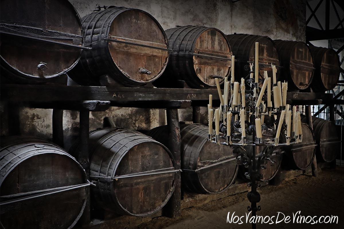 Estas botas de castaño del siglo XVII son uno de los tesoros históricos de la bodega. Probablemente las más antiguas que se conservan en el Marco de Jerez, fueron compradas por Manuel María González a Luis Tomás Fernández de Córdoba y Ponce de León, XV Duque de Medinaceli, en 1854.
