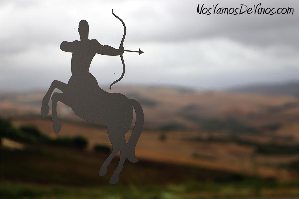 Bodega Tesalia. Logotipo de centauro.