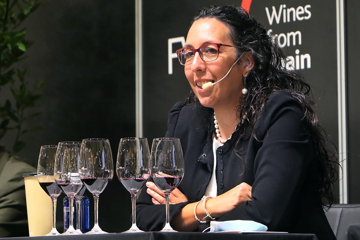 Beatriz Paniagua, enóloga de Finca Constancia